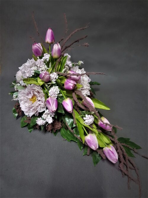 wiązanki z tulipanami/nowoczesny stroik na grób