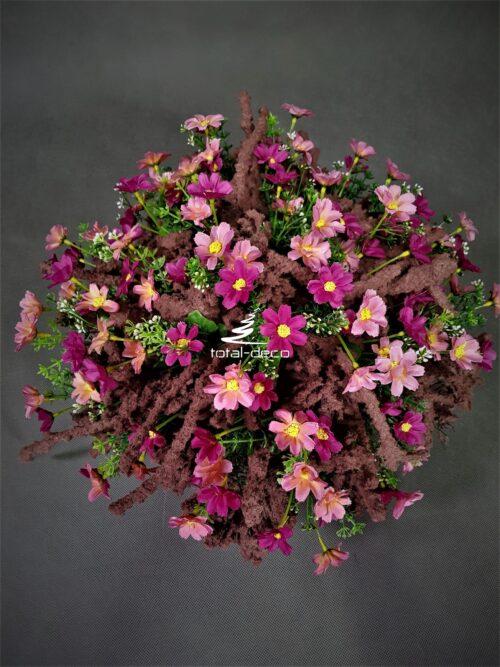nowoczesny stroik na cmentarz/kompozycja na grób z różowych kwiatów